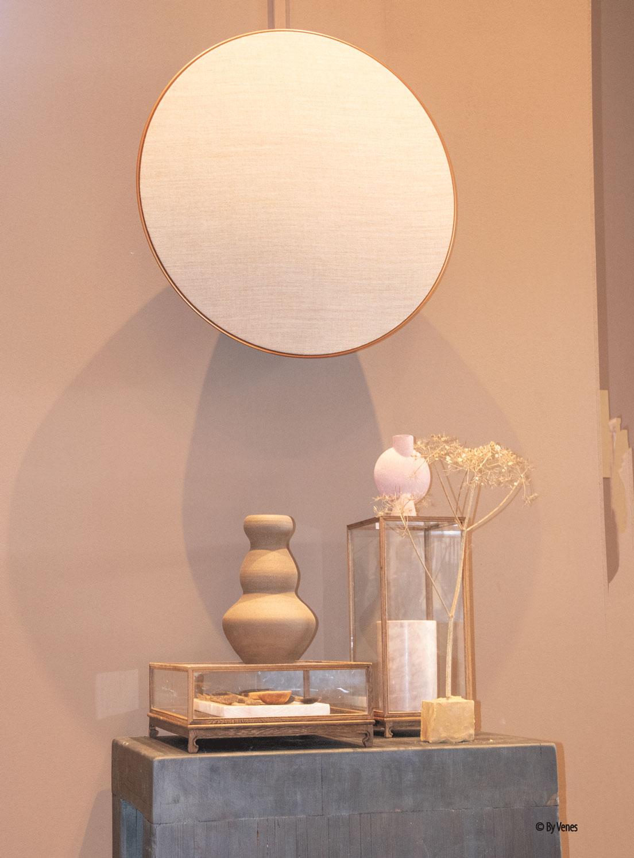 Creëer een persoonlijke sfeer in je interieur. Accessoires en decoratie Spiegel rond Glazen kistjes warme tinten Earth huis