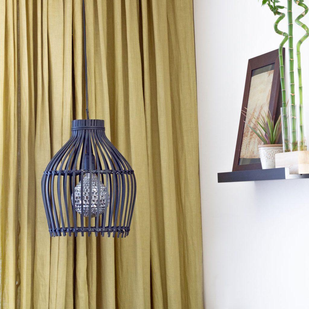 Bamboe lamp zwart Botanisch interieur.4 verschillende hanglampen. Welke past het beste in jouw woonkamer?
