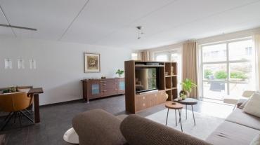 Woonkamer maatwerk meubels. modern interieur kast op maat